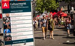 Wandelaars op de Cultuurmarkt