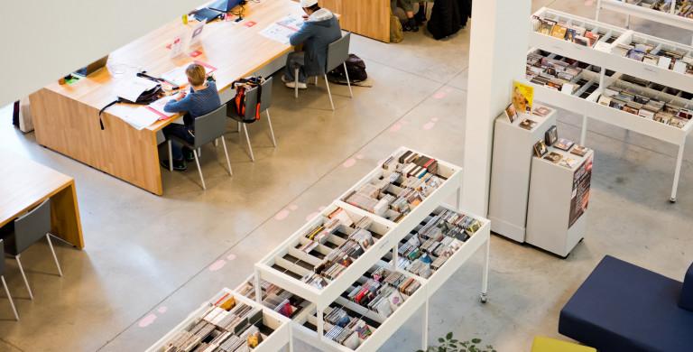 Vogelperspectief zicht van op de eerste verdieping in Bib Bist in Wilrijk